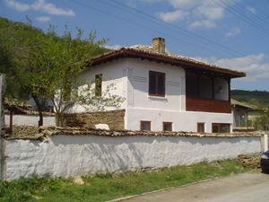 Къща до Търговище
