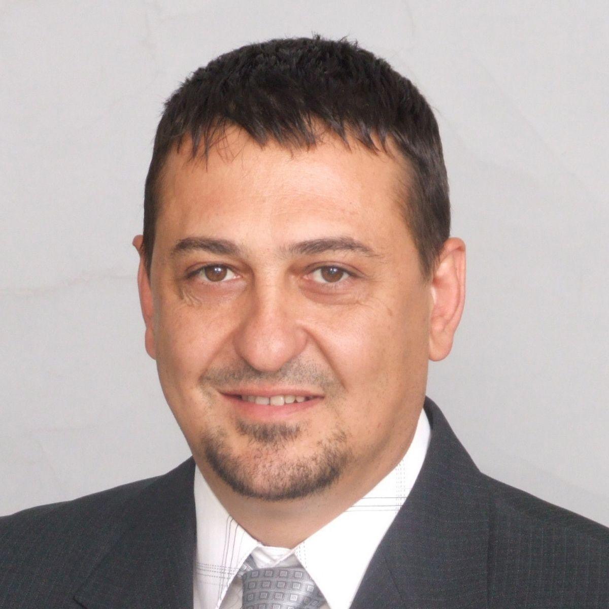 Петър Петаларев